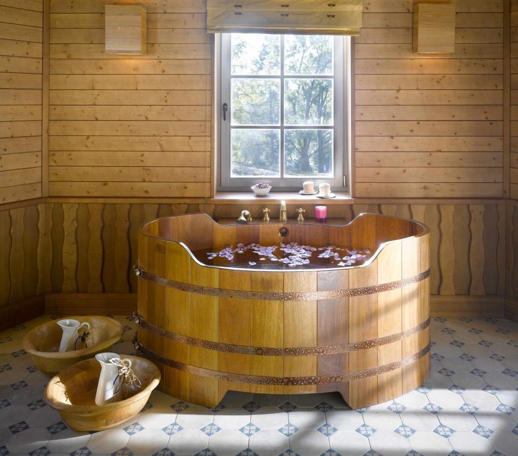 Baignoire en bois sur mesure et spa en bois: Vente en ligne ...